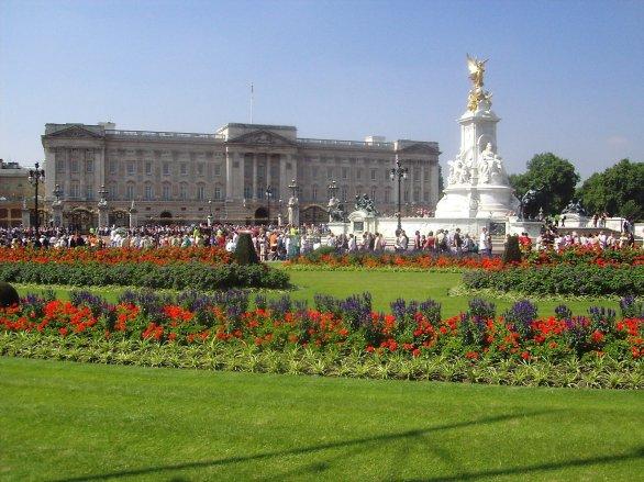 buckingham-palace-1215628.jpg